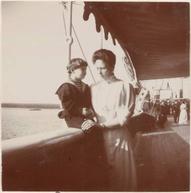 Photography from the private archive of the Romanovs family-Lujon Magazine44